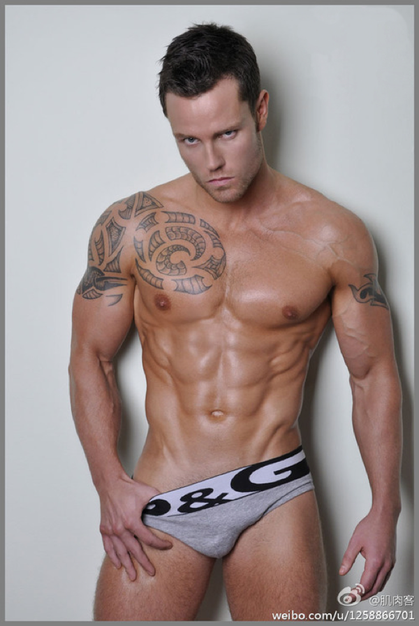 Hot Dudes: Ripped and Tatted